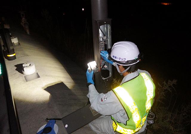 八鹿日高道路馬瀬トンネル照明設備設置工事