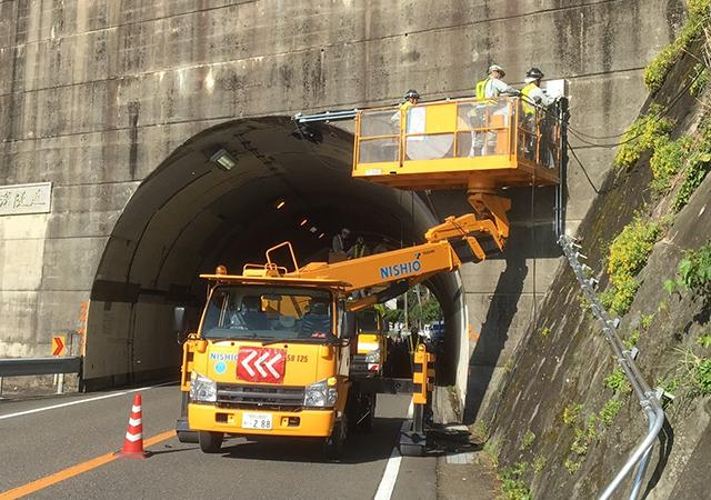 高浜トンネル 照明設備設置工事